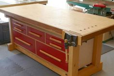 Woodworking Workbenches DIY Workbench Plans That Are All Free: Double-Duty Workbench Plan from Wood Magazine - These free workbench plans will help you build the workbench you've always wanted with clear directions, diagrams, photos, and tips. Workbench With Drawers, Workbench Plans, Woodworking Workbench, Woodworking Furniture, Fine Woodworking, Woodworking Crafts, Garage Workbench, Workbench Organization, Woodworking Techniques