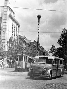 Old Pictures, Old Photos, History Photos, Budapest Hungary, Historical Photos, Bristol, Retro, City, Camper Van
