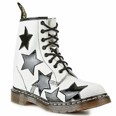 Doc Martens: If these came in purple & black or hot pink & black, I'd be swooning! Dr. Martens, Botas Doc Martens, Hot Shoes, Crazy Shoes, Me Too Shoes, Estilo Doc Martens, Doc Martens Style, Baskets, Martin Boots
