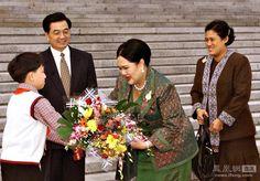 Queen Sirikit visit china