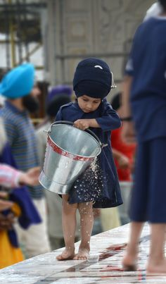ਸਤਿਗੁਰ ਕੀ ਸੇਵਾ ਸਫਲ ਹੈ ਜੇ ਕਰੇ ਚਿਤੁ ਲਾਇ ॥ Fruitful is service to the True Guru, if one does so with a sincere mind. Guru Granth Sahib Quotes, Sri Guru Granth Sahib, Sikh Quotes, Gurbani Quotes, Sikhism Religion, Ek Onkar, Happy Baisakhi, Guru Nanak Ji, Guru Gobind Singh