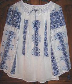 Love this peasant blouse