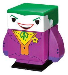 Figura magnética The Joker 4 cm. DC Cómics. Funko Espectacular figurita fabricada en vinilo con 5 partes extraíbles e imantadas del personaje de The Joker de 4 cm, 100% oficial y licenciada. De buen seguro este un regalo muy original y divertido.