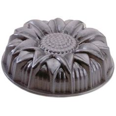 Love this Nordic Ware Sunflower Bundt Pan but they don't make it anymore.