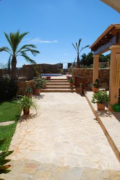 Short Medium Term From Sep 8, 2014 For until october 10 I need pet care for: Dogs,Cats  House Sitter Needed  Mallorca, Felanitx, Felanitx   Balearic Islands Spain  Sep 8,2014 For until october 10 | Short Medium Term Not a member? Join today to contact homeowner lovingjulie We are a couple in our 40's and are looking for housesitters to take care of our house, cats, dog and garden while we are away.