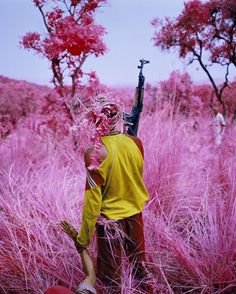 Drag, 2012 © Richard Mosse / Courtesy of the artist and Jack Shainman Gallery, New York Congo, Richard Mosse, Illustration Photo, Art Illustrations, Louisiana Museum, The Artist, Infrared Photography, Conceptual Photography, Conceptual Art