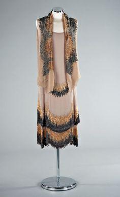 1927 Coco Chanel dress with matching scarf, via fashion art.