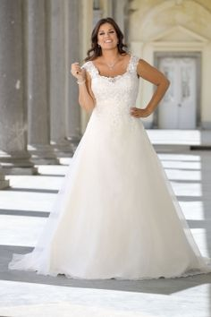 Looking for a plus size wedding dress? Ladybird Plussize collection offers sexy and elegant plus size wedding dresses in various designs and colours Plus Size Wedding Dresses With Sleeves, Dresses Elegant, Plus Size Wedding Gowns, Lace Wedding Dress, Dream Wedding Dresses, Designer Wedding Dresses, Bridal Dresses, Beach Dresses, Summer Dresses