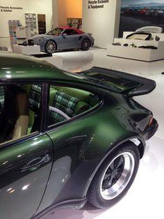 911 Turbo (930) sexy contoures