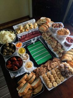 The Snackadium, if I ever throw a Super Bowl party! Football Birthday, Football Food, Football Parties, Football Tailgate, Football Apps, Football Things, 24th Birthday, Saints Football, Alabama Football