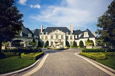 Formal French residence in Dallas. Fusch Architects.