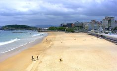 Do you want to visit El Sardinero Beach this summer?  El Sardinero is the main beach for the Santander locals, who enjoy many activities, from football to surfing, on sunny days.  Contact wit us! #NomadSpain #NomadSpirit #Santander #Travel #Wanderlust #BudgetTrip #BudgetTravel #SpainTrip #BackPacker #Mochilero #LowCost #VisitSpain #BackPacking