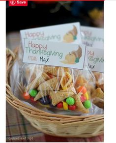 Bugle Cornucopias and a Thanksgiving Printable Simple Thanksgiving treat bags with a free printable! Bugles and runts make adorable Bugle Cornucopia treat bags! The post Bugle Cornucopias and a Thanksgiving Printable appeared first on Holiday ideas. Thanksgiving Snacks, Free Thanksgiving Printables, Thanksgiving Cornucopia, Happy Thanksgiving, Thanksgiving Decorations, Thanksgiving Crafts For Church, Thanksgiving Blessings, Fall Snacks, Thanksgiving