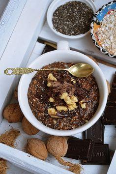 moja smaczna kuchnia: Czekoladowa owsianka z orzechami i nasionami chia
