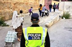 Los padres se niegan a dejar a sus hijos en el colegio de Palma. La brutal agresión a una menor en una escuela subleva a muchos progenitores. Agencias | El País, 2016-10-10 http://politica.elpais.com/politica/2016/10/10/actualidad/1476125695_979530.html