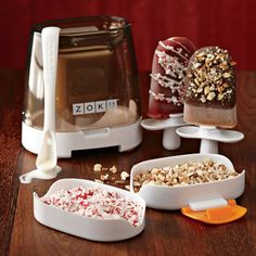 Get the awesome Zoku Quick Pop maker, ice pop molds, shake and slush machines and recipe books to make yummy and healthy ice pops! Cool Kitchen Gadgets, Cool Kitchens, Kitchen Tools, Kitchen Things, Kitchen Decor, Pop Maker, Cooking Gadgets, Cooking Utensils, Ice Cream Maker