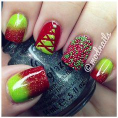 Christmas tree nail art. Red and green gradient