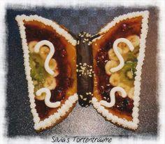 Silvia's Tortenträume: Tortenboden mit div. Früchten und Sahne als Schmetterling mit Schokobanane Rezept https://www.facebook.com/notes/silvias-tortentr%C3%A4ume/tortenboden-einfach/525743200860006