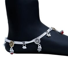 Payal Designs Silver, Silver Anklets Designs, Silver Payal, Anklet Designs, Ankle Jewelry, Cuff Jewelry, Ankle Bracelets, Bridal Jewelry, Mehndi Designs