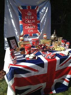 British theme via yourhomebasedmom London Theme Parties, British Themed Parties, Royal Tea Parties, British Party, London Party, Royal Party, Queen Birthday, 60th Birthday Party, Union Jack