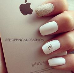 iPhone. Chanel. White&Gold
