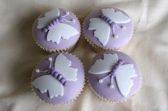 Here's a gallery of most beautiful and adorable butterfly themed cupcakes. Great decorating ideas will inspire you to make one of these yourself. More Cupcakes, Fondant Cupcakes, Themed Cupcakes, Yummy Cupcakes, Wedding Cupcakes, Butterfly Cupcakes, Butterfly Party, Butterfly Birthday, Cupcake Pictures
