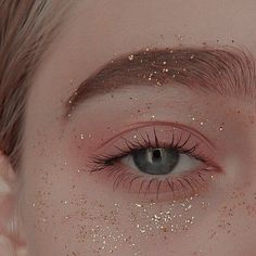 """History of eye makeup """"Eye care"""", in other words, """"eye make-up"""" has always been a Eye Makeup Art, Cute Makeup, Pretty Makeup, Eyeshadow Makeup, Makeup Looks, Hair Makeup, Makeup Hairstyle, 50s Makeup, Hairstyle Short"""