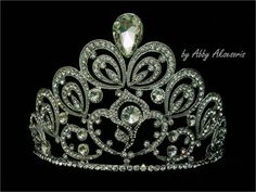 Tiara / Mahkota Diamond Putri Indonesia  Rp 275.000,- http://www.abbyaksesoriswedding.com/