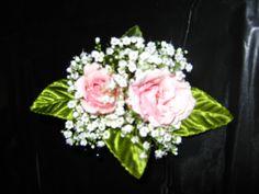 pick spray rose boutonniere