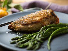 Para relaxar na cozinha essa receita de frango assado é a dica ideal.