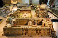"""Berlin Innenstadtmodell (Stadtschloss)ca.1930 -  das modell von Brandenburger Tor bis Spree ist zu sehen beim """"Förderverein Berliner Schloss e.V."""" am Hausvogtei-Platz. ----- hier zu sehen Stadtschloss, Dom und Museumsinsel. blick auf die front der schlosses zum schlossplatz. das vorbild für die fassade fand Schlüter in Rom beim Palazzo Madama (heute sitz des senats). das portal ist französische inspiriert; es erinnert an die Portale in Versailles und beim Schloss Ecouen"""