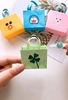 Cool Paper Crafts, Paper Crafts Origami, Diy Crafts For Gifts, Diy Arts And Crafts, Creative Crafts, Crafts For Kids, Diy Paper Bag, Paper Bags, Diy Gifts Videos