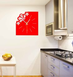 Plastové alebo drevené moderné hodiny na chalupu, do kuchyne, obývačky či pracovne. Nástenné hodiny z plexiskla alebo z preglejky sú nádhernou dekoráciou Vášho interiéru. Jedinečný štýl hodín ako darček svojmu blízkemu.