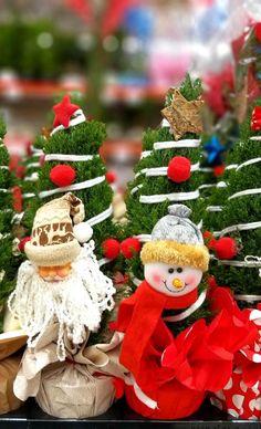 Σας εύχομαι και την οικογένειά σας  Καλά Χριστούγεννα! Table Decorations, Furniture, Home Decor, Decoration Home, Room Decor, Home Furnishings, Arredamento, Dinner Table Decorations, Interior Decorating