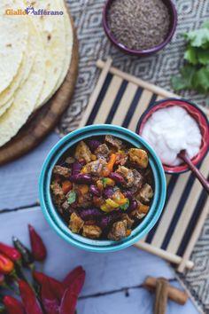 Il #chili con carne è uno dei piatti di origine messicana molto apprezzato e diffuso anche negli #StatiUniti, tanto da aver oltrepassato i confini entrando a far parte della tipica cucina tex-mex. #ricetta #GialloZafferano #Messico #USA