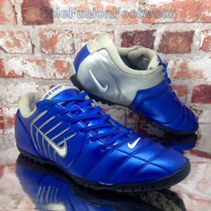 Nike Mens First Touch Football Trainers Blue sz 8 Turf Soccer Sneakers US 9  42.5  ad33d673be243