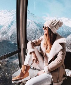 Winter Outfit Look Cool And Make You Stay Warm – Trendy Fashion Ideas Winter Mode Outfits, Winter Outfits Women, Winter Fashion Outfits, Autumn Winter Fashion, Snow Fashion, Winter Snow Outfits, Trendy Fashion, Fall Fashion, Winter Looks