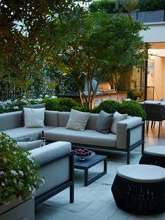 A london roof garden modern balcony, veranda & terrace by bowles & wyer modern Modern Balcony, Modern Backyard, Backyard Garden Design, Terrace Garden, Patio Design, Rooftop Terrace Design, Rooftop Patio, Outdoor Living Rooms, Outdoor Spaces