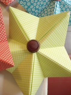 3D five-pointed origami star (more 5-Point Stars: http://www.highhopes.com/5pointstar.htm)