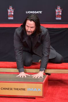 Keanu Reeves Photos - Keanu Reeves attends 'Keanu Reeves places his hand prints in cement' at TCL Chinese Theatre IMAX on May 2019 in Hollywood, California. - Keanu Reeves Places His Hand Prints In Cement At TCL Chinese Theatre IMAX Forecourt Keanu Reeves John Wick, Keanu Charles Reeves, Asia Kate Dillon, Alex Winter, Keanu Reaves, The Boy Next Door, Face The Music, Dylan Sprouse, Drive In Theater