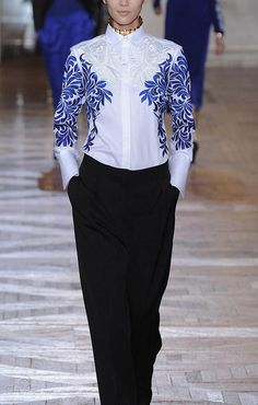 Flower Embroidery White Lapel Long Sleeve Blouse