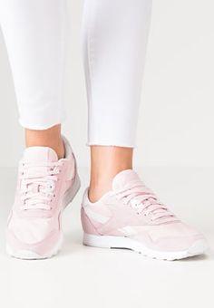 Dieser Sneaker sorgt für einen aufgeweckten Look. Reebok Classic CLASSIC - Sneaker low - porcelain pink/white für 74,95 € (07.09.16) versandkostenfrei bei Zalando bestellen.