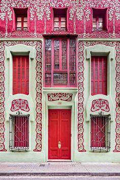 L'art nouveau était un style populaire en fin du 19e et au début du 20e siècle; aujourd'hui, on redécouvre l'art nouveau architecture grâce à David Cardelus
