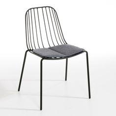 Les 2 chaises Bop. Un style aérien, très graphique pour cette chaise confortable qui s'installe dedans comme dehors. Caractéristiques : - Structure filaire en métal, finition époxy. Dimensions : - L51 x H76 x P54 cm.    Dimensions et poids du colis : - L60,5 x H83,5 x P57,5 cm, 15,6 kgLivraison chez vous :Vos chaises seront livrées chez vous sur rendez-vous, même à l'étage !Attention ! Veuillez vérifier que les ouvertures (portes, escaliers, ascenseurs) permettront le passage du colis lors…
