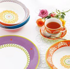 Maxwell & Williams Vivacious collection Vintage Cups, Dinner Sets, Classic White, Tea Set, Dinnerware, Tea Cups, Tapestry, Tableware, Decor