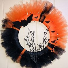Spread the Halloween spookiness and fun with the best door decor for Halloween. Here are amazing Halloween Wreaths for Front Door DIY Ideas you'll love. Entree Halloween, Dulceros Halloween, Adornos Halloween, Dollar Store Halloween, Halloween Items, Halloween Tulle Wreath, Christmas Yarn Wreaths, Halloween Ribbon, Tulle Crafts
