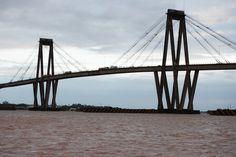 El Puente General Belgrano y Corrientes playa en Resistencia, Argentina.