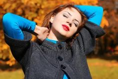 depositphotos_130779122-stock-photo-girl-autumn-leaves-coat.jpg (449×299)