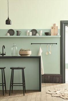 Voor deze hippe keuken zijn de kleuren Aquamarine - Pale 282 Aquamarine - Mid 284 Aquamarine - 138 gebruikt