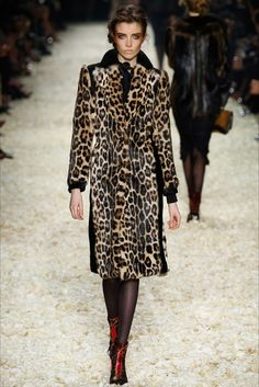 See all the Collection photos from Tom Ford Autumn/Winter 2015 Ready-To-Wear now on British Vogue Fashion Mode, Runway Fashion, High Fashion, Fashion Beauty, Fashion Show, Fashion Outfits, Trendy Fashion, Womens Fashion, Leopard Fashion